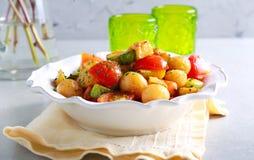 Salada morna do abobrinha, da batata e do tomate Fotos de Stock Royalty Free