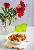Salada morna do abobrinha, da batata e do tomate Fotos de Stock