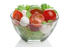 Salada na bacia isolada Foto de Stock Royalty Free
