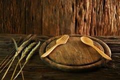 A salada na placa de madeira com grupo da colher, alimento limpo na sala de jantar para a saúde, alimento da dieta para alguns po Foto de Stock