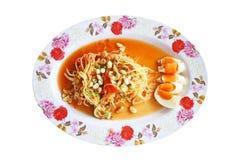 Salada picante da papaia da vista superior com ovo salgado, alimento tailandês imagens de stock royalty free