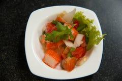 Salada picante da vara do caranguejo com vegetal Imagens de Stock