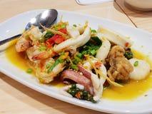 Salada picante do marisco do alimento tailandês foto de stock