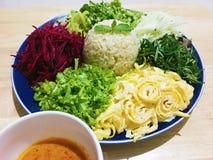 Salada picante do sul tailandesa do arroz com vegetais Imagens de Stock