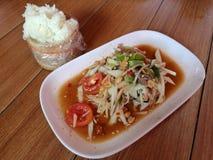 Salada picante tailandesa - Somtam Fotos de Stock Royalty Free