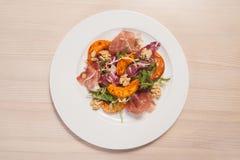 Salada quente com vegetais e porcas Fotos de Stock Royalty Free