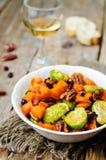 Salada Roasted da noz-pecã da abóbora do mel das couves de Bruxelas Foto de Stock Royalty Free