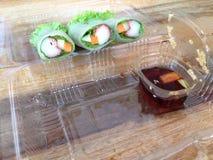 A salada rola na caixa plástica clara Fotografia de Stock