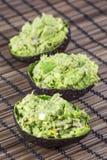 Salada saudável com o abacate para tudo na esteira de madeira Fotografia de Stock
