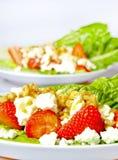 Salada saudável com queijo e morangos Imagens de Stock Royalty Free