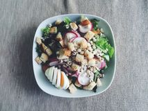 Salada saudável OM de madeira Fotografia de Stock Royalty Free