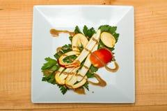 Salada selvagem do amanita de Caesars do americano em uma placa branca Imagem de Stock