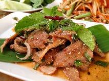Salada triturada picante da carne de porco, alimento tailandês Imagens de Stock
