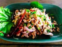 Salada triturada picante da carne de porco MOO de Larb fotos de stock