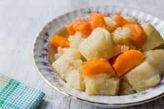 Salada turca do aipo do alimento com Olive Oil/Zeytinyagli Kereviz Foto de Stock