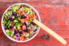 Salada turca do pastor pronta para ser servido Imagens de Stock