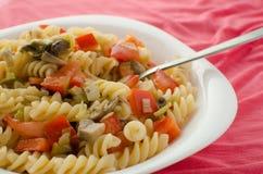 Salada vegetal com massa Foto de Stock