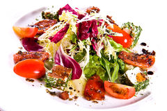Salada vegetal com queijo fotos de stock