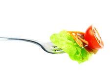 Salada vegetal na forquilha Fotos de Stock Royalty Free