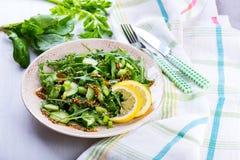 Salada verde com o sau das cebolas, do aipo, do ruccola, dos espinafres e da mostarda Imagens de Stock