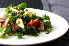 Salada verde da vitamina da rúcula e da carne do tomate Imagem de Stock Royalty Free