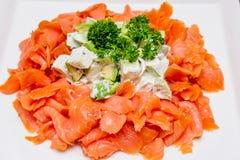 Salada verde de Apple e do abacate com salmão fumado Fotos de Stock