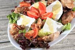Salada verde com galinha fotos de stock royalty free