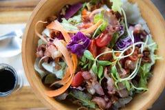 Salada verde misturada colorida foto de stock