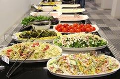Saladas sortidos servidas no bufete Fotos de Stock Royalty Free
