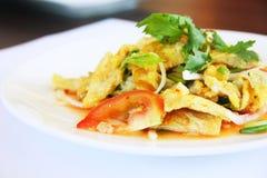 Salade épicée d'omelette, menu thaïlandais photo libre de droits