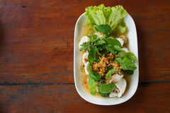 Salade épicée de mélange avec les fruits de mer et le légume frais Image stock