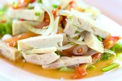 Salade épicée de porc avec des légumes Image libre de droits