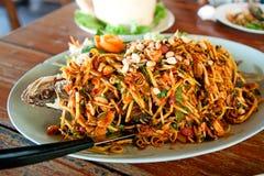 Salade épicée frite de poissons Image stock