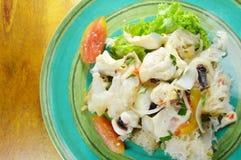 Salade épicée thaïlandaise de calmar et légume frais Photos libres de droits