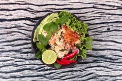 Salade aigre épicée de crabe avec le légume, laboratoire Poo d'appel Images libres de droits