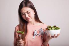 Salade asiatique de haine de femme photo stock