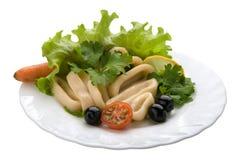 Salade avec des boucles de Calamari Image libre de droits