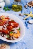 Salade avec des fruits de mer photographie stock libre de droits