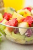 Salade avec des fruits frais et des baies Images libres de droits