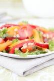 Salade avec des légumes et des verts. Image libre de droits