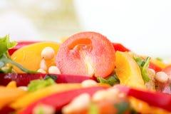 Salade avec des légumes et des verts. Photo horizontale. Images stock