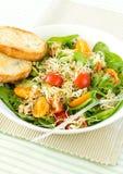 Salade avec des pousses photos libres de droits
