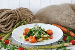 Salade avec des saumons Photos stock