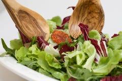 Salade avec des serveurs de salade Image libre de droits