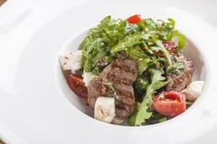 Salade avec du boeuf du plat Image libre de droits