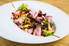 Salade avec du jambon Photo libre de droits