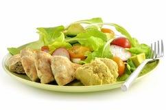 Salade avec du pain de hummus et de pita Photographie stock libre de droits