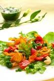 Salade avec la patate douce, le poivre et la tomate image stock