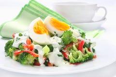 Salade avec le brocoli Image libre de droits