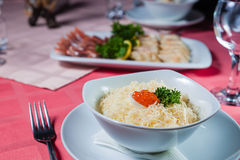 Salade avec le caviar Images libres de droits